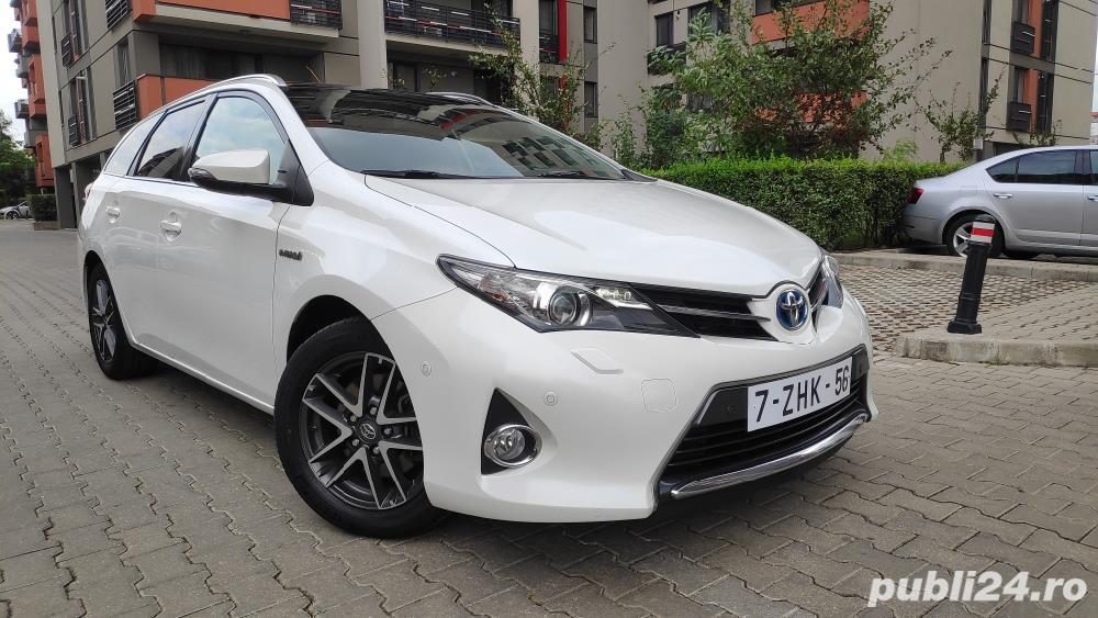 Toyota auris / hybrid /panorama / piele/ navi / cameara mansalier /automata