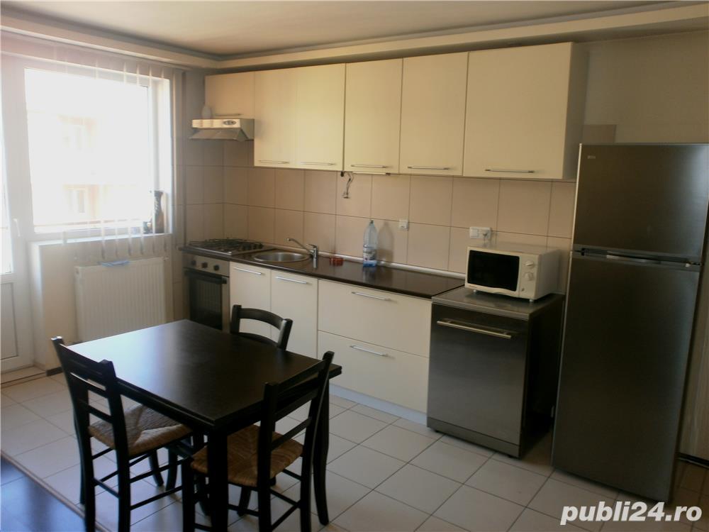 VAND apartament 3 camere,renovat, zona Interex