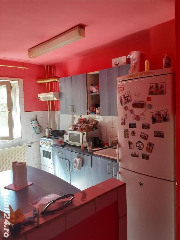 Vand apartament cu 2 camere zona Olimpia