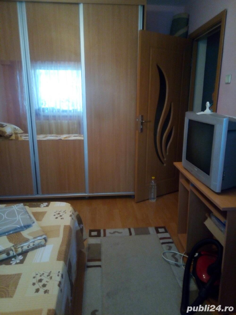 Închiriez cameră în apartament decomandat, la student nefumator