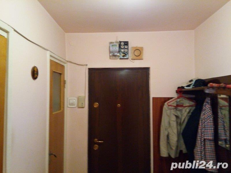 Apartament 3 camere decomandat-etaj 2- Aparatorii Patriei / Moldovita