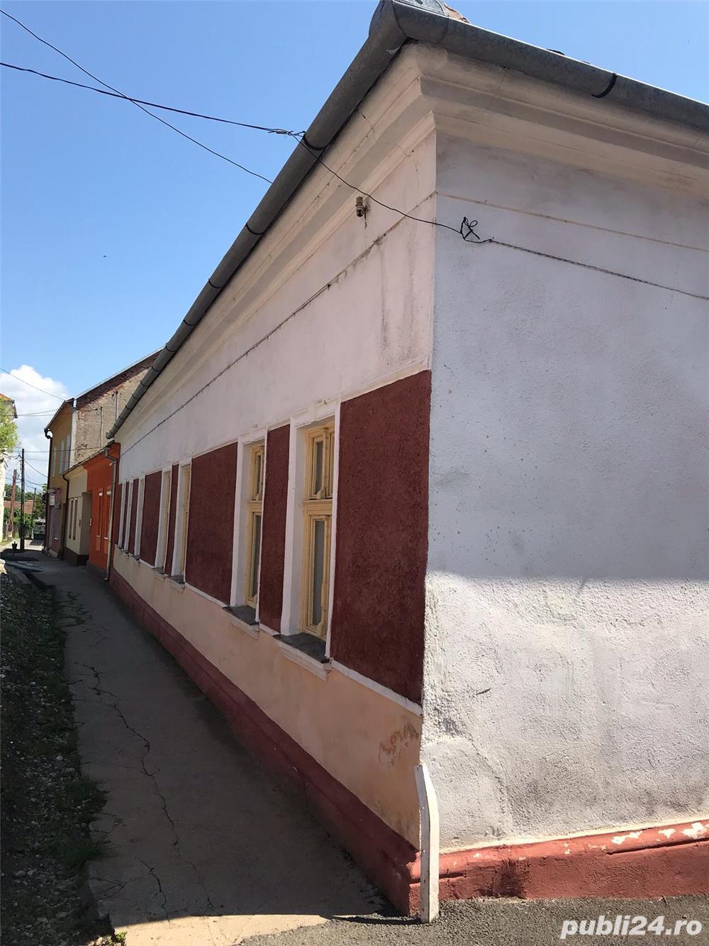 Casa, 9 camere, la 24km de Arad