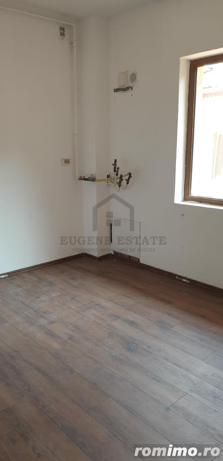 Apartament cu 3 camere Damaroaia