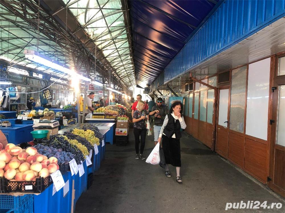 VAND spatiu comercial 55 mp in  PIATA NORD Ploiesti, si utilaje frigorifice:mese inox alimentar etc.