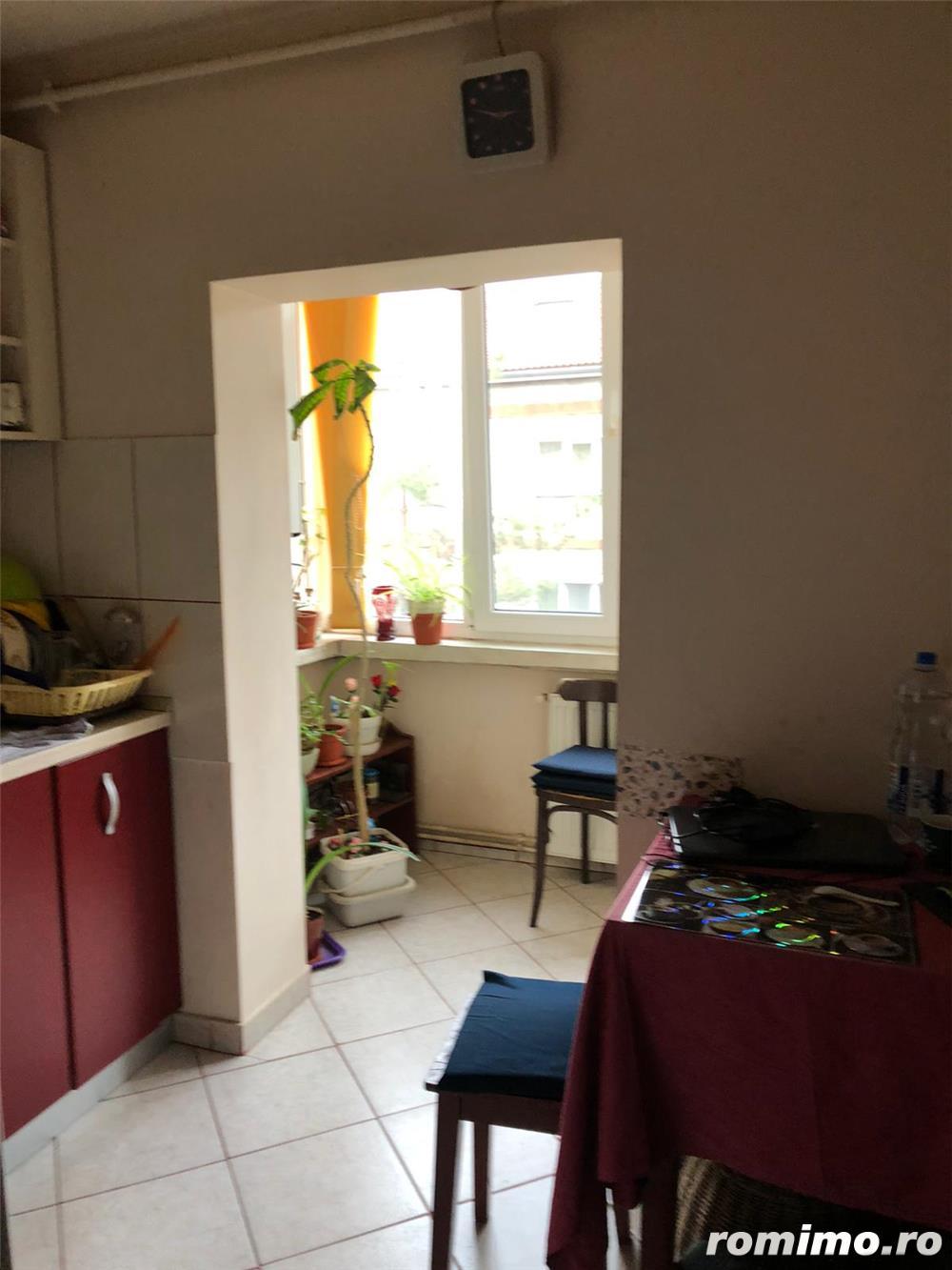 Apartament cu 3 camere, confort 1 cu centrala proprie zona Soarelui !