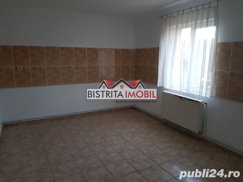 Apartament 2 camere, Calea Moldovei - Diana, foarte spatios, decomandat