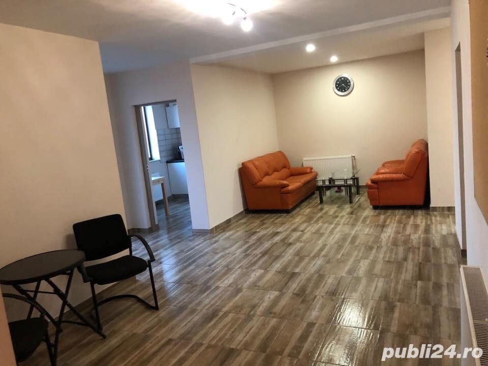 Proprietar Vand cladire cu 3 apartamente si birouri