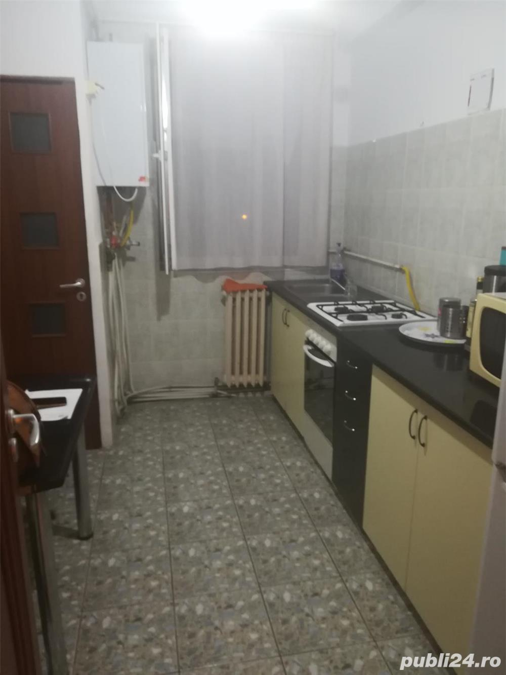 Apartament 3 camere , etaj 3 , Calea Moldovei