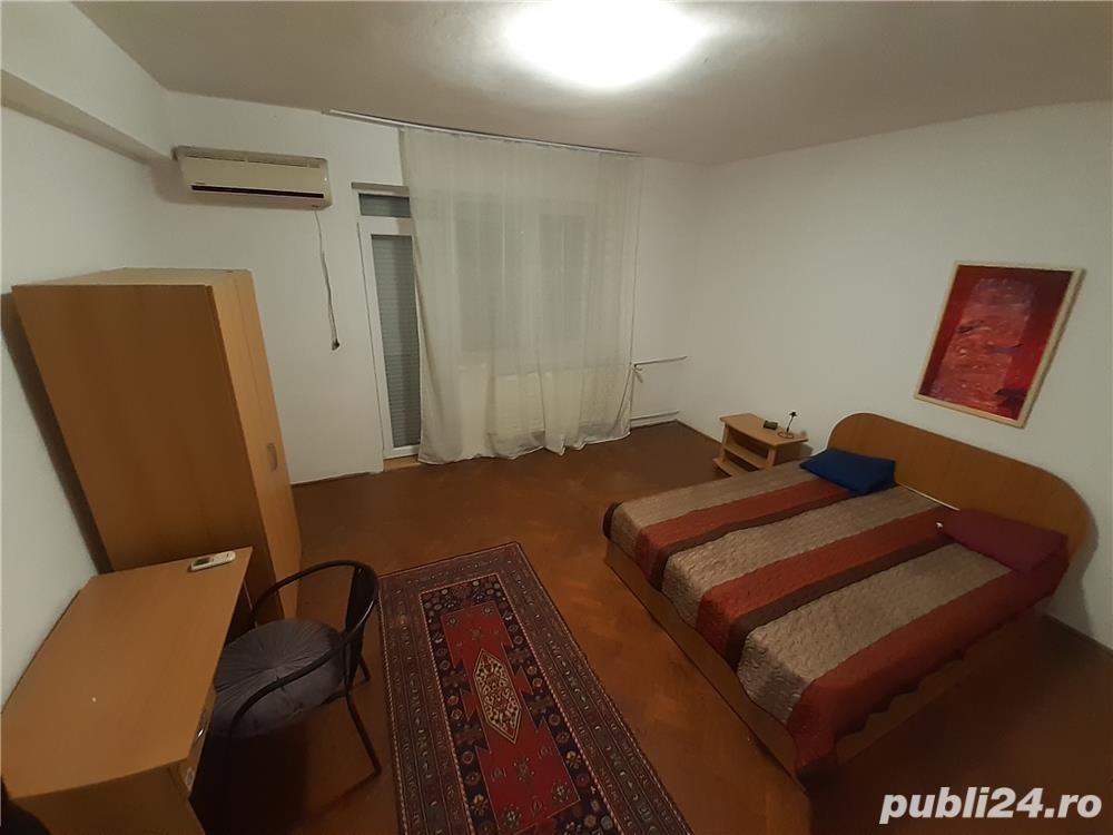 Dau în chirie apartament ultracentral cu 3 camere