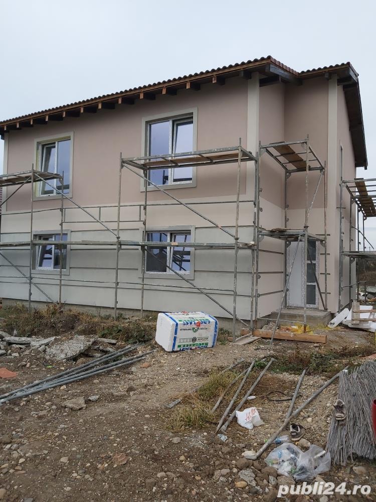 Duplex la asfalt, intre case locuite, tote utilitatiile acces auto, terasa, teren 670mp
