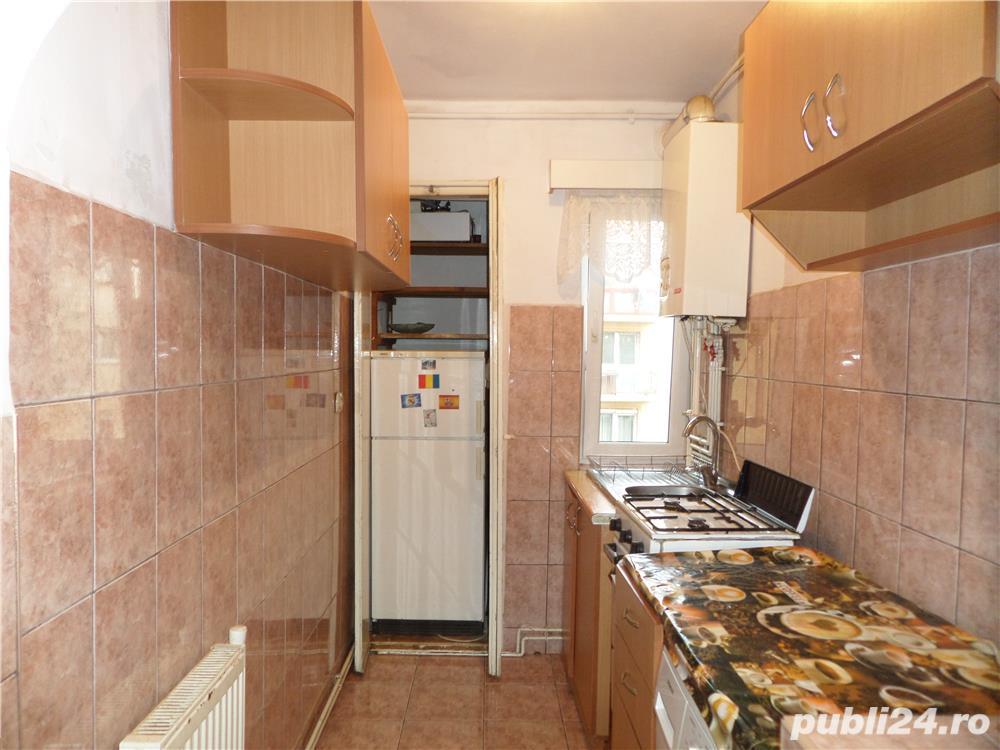 INCHIRIEZ apartament 2 camere  zona Mihai Viteazu