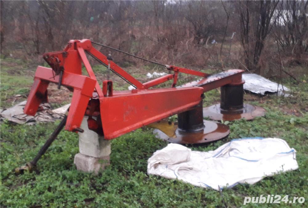 Vand 140 de capre tractor presa cositoare baloti