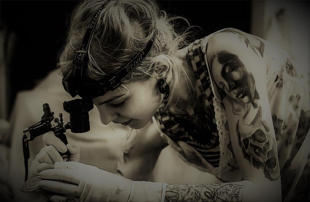 Cautam Formator pentru cursul de tatoo artist