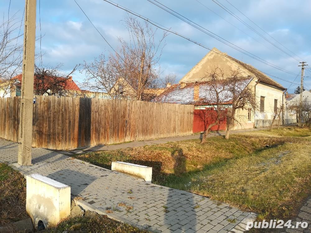 Vand casa cu teren pe colt 1637mp  langa Politia si Primaria Nadlac