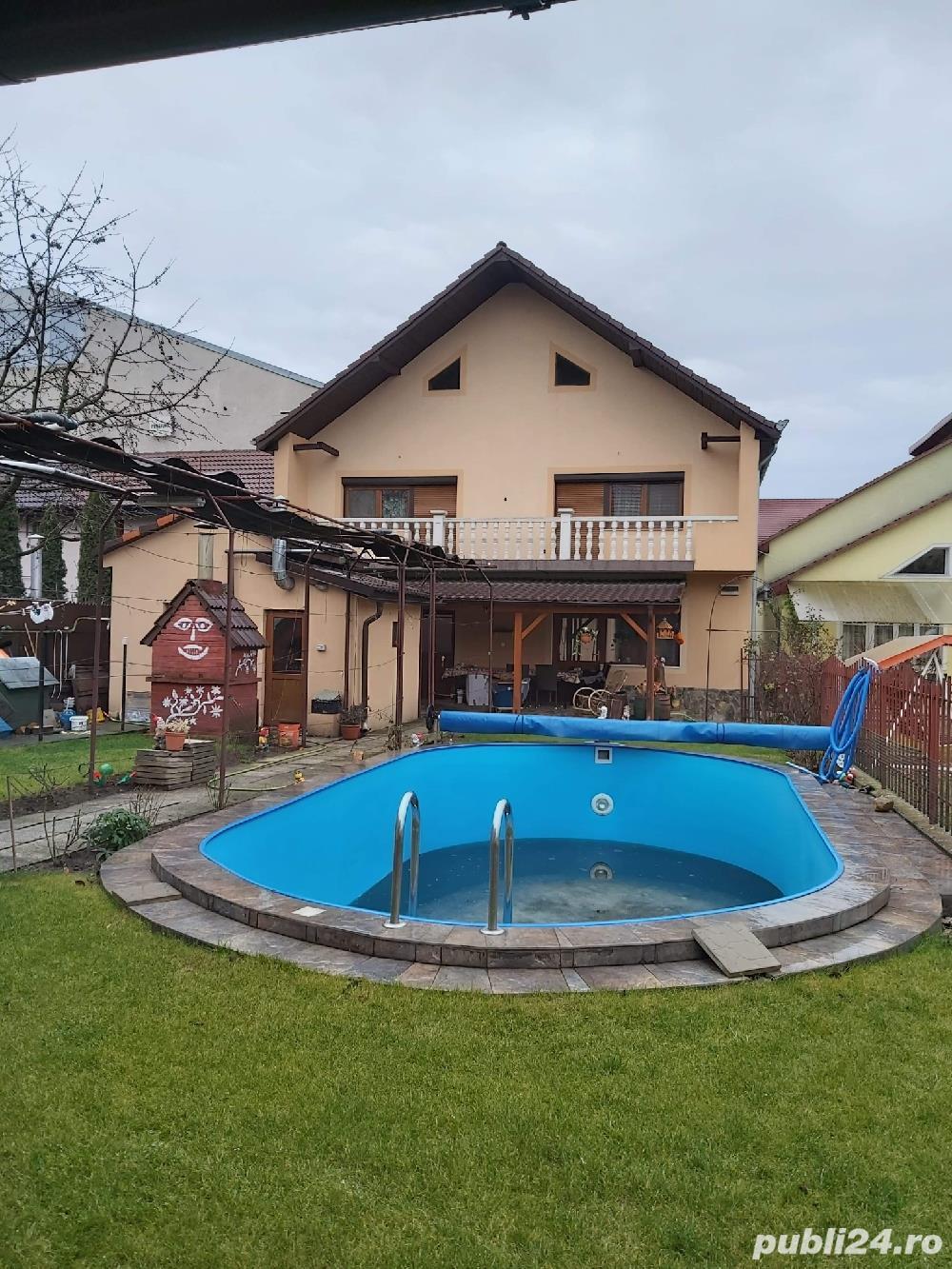 2 vile de vanzare cu piscina,aceeasi curte,pt locuit sau centru medical,zona Aradului