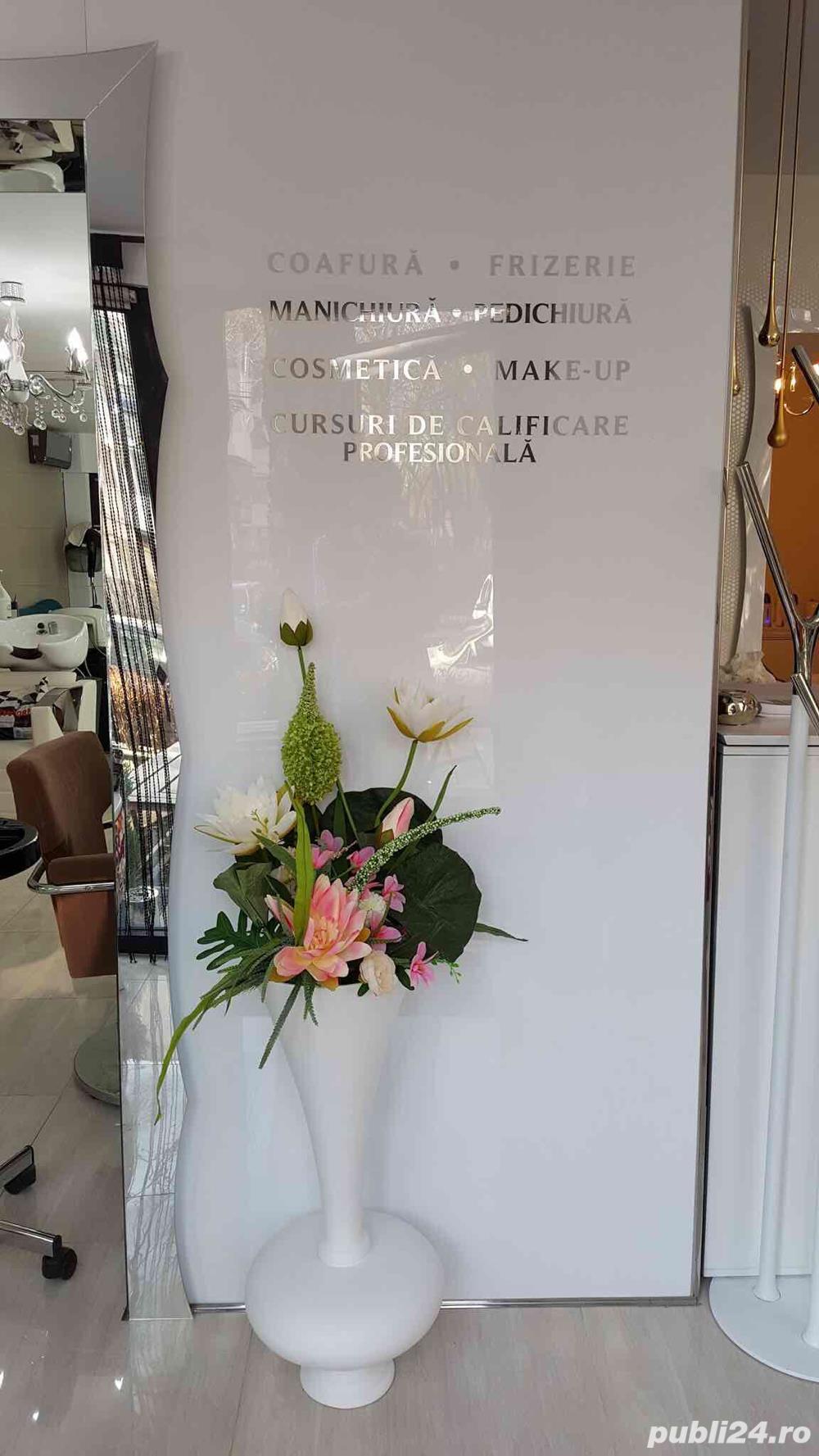 Salon Shatene - Caut colaboratoare pt postul de manichiura-pedichiura