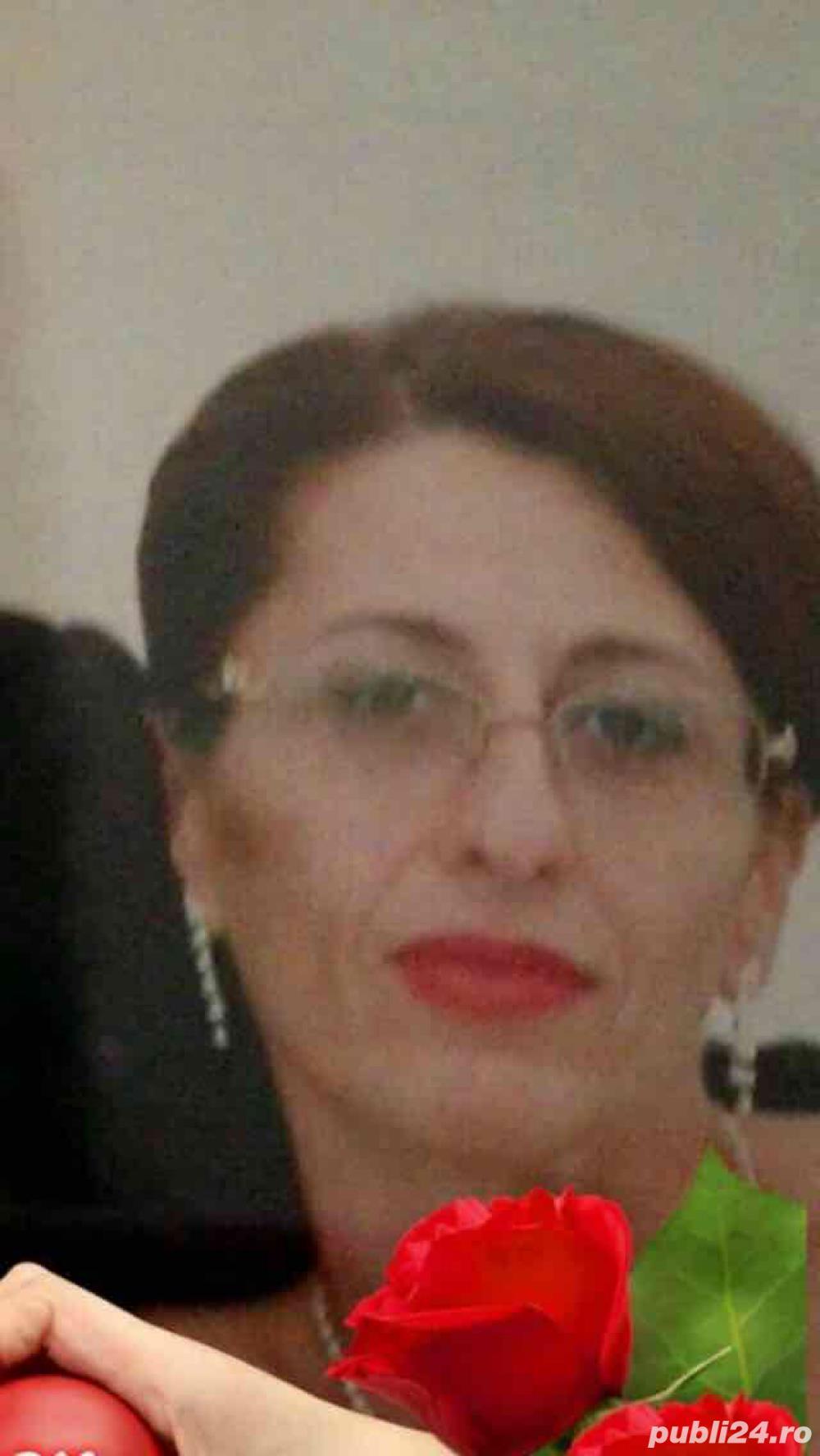 SOLiCiT ANGAJARE/colaborare: CROiTOREASĂ/Tiparistă EXPERiENȚĂ EXECUTARE ROCHi  SEARĂ și de MiREASĂ