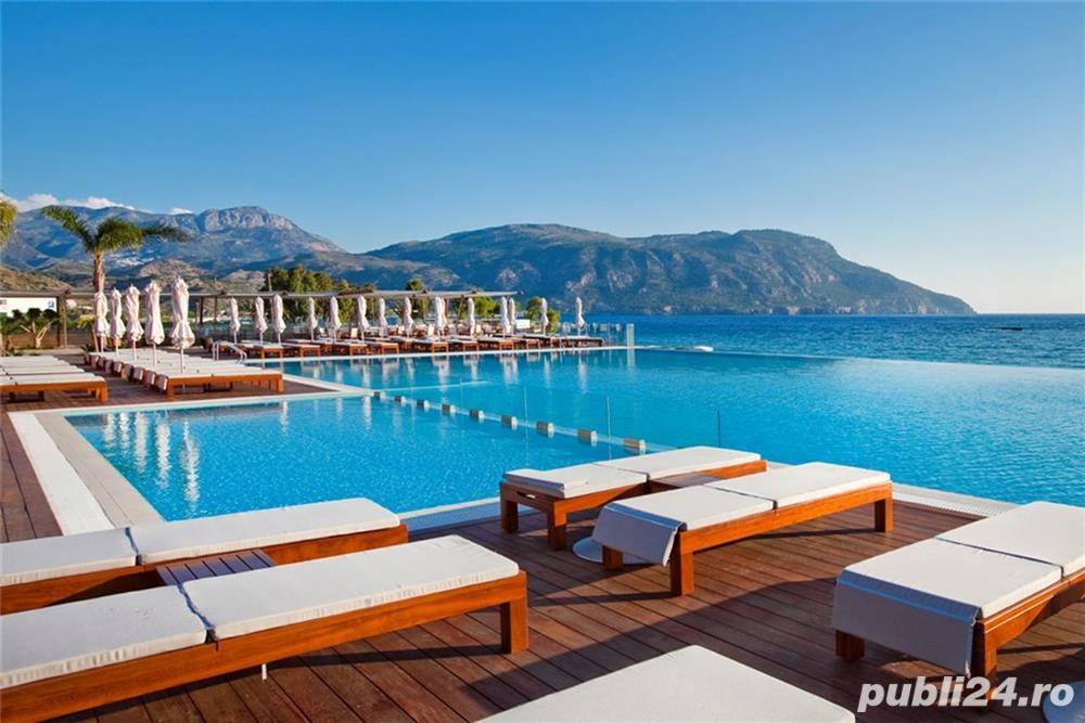 Hotel de lux 5*Grecia angajeaza personal hotelier