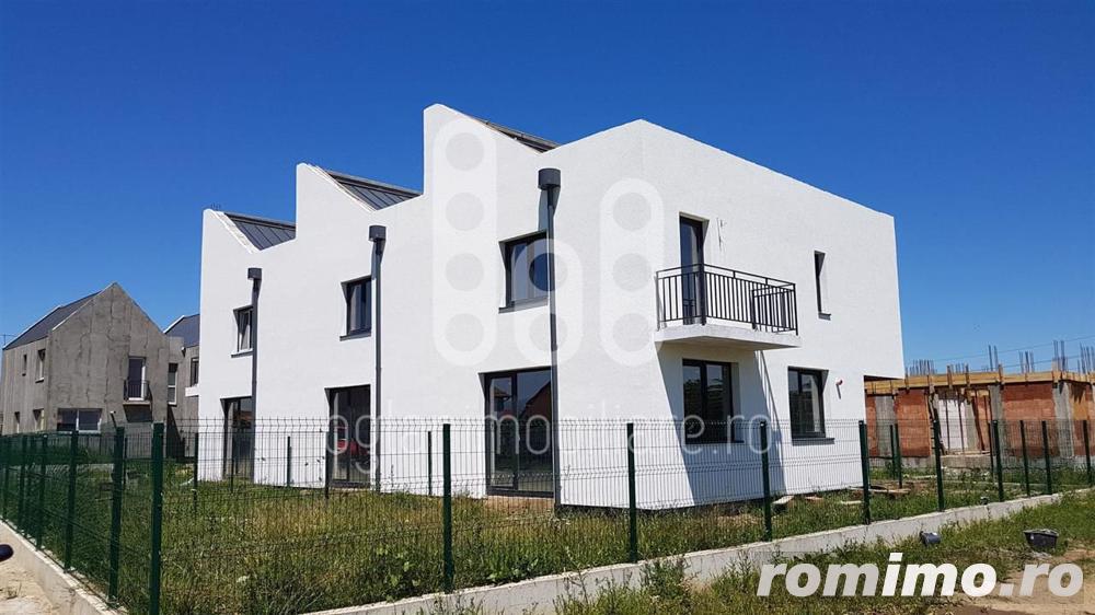 Casa triplex in Selimbar la pret de Apartament