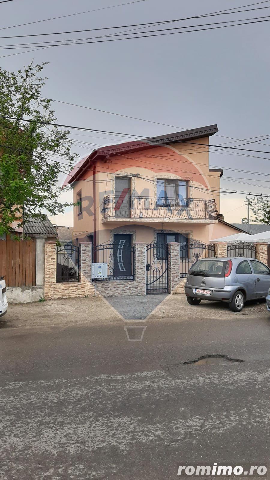 Casă / Vilă cu 4 camere de vânzare în zona Vest