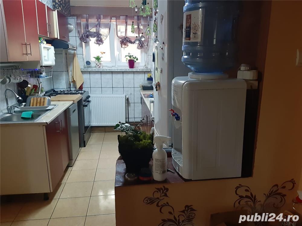 Vand apartament 2 camere ,decomandat ,Caracal , cartier gara etaj 2 ,impecabil ,recent renovat .