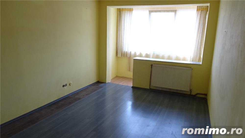 Vand apartament 3 camere decomandat in Deva, zona I. Maniu, etaj intermediar, situat pe mijloc,