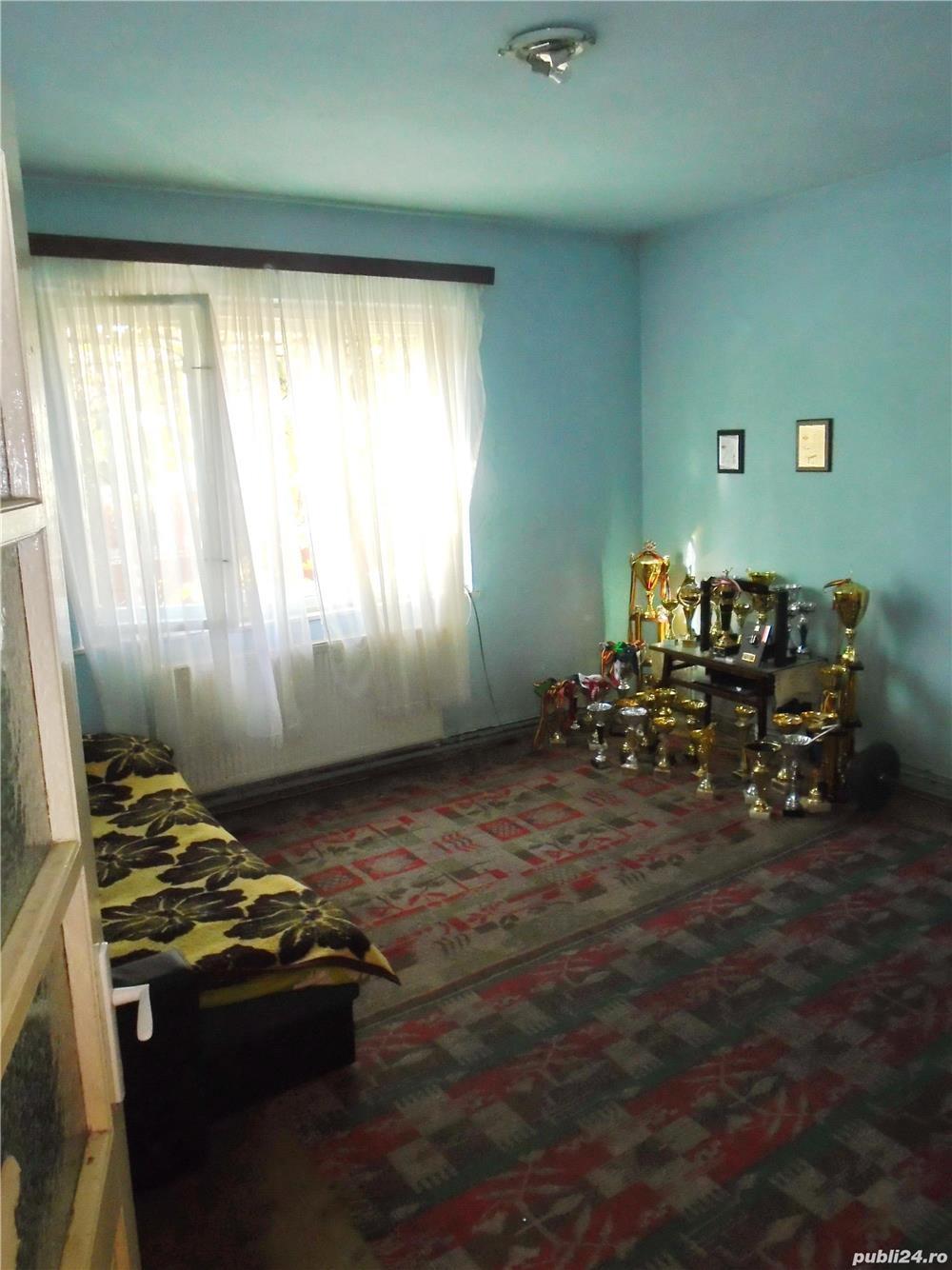 Casa singur in curte  zona Claea Dumbravii