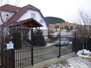 Vila de vanzare, Izvoru Muresului,jud.Harghita - imagine 1