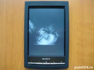 Husa si folie (tipla) protectie pentru ebook reader Sony PRS-T1 - imagine 1
