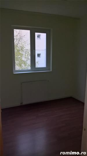 Inchiriem apartament 3 camere, decomndat, renovat - imagine 1