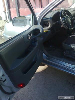 Hyundai Grand Santa Fe - imagine 7