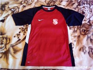 Tricou Nike Fit Marimea M  Material de foarte buna calitate si foarte placut - imagine 1