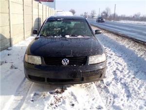 Dezmembrez Volkswagen Passat  - imagine 1