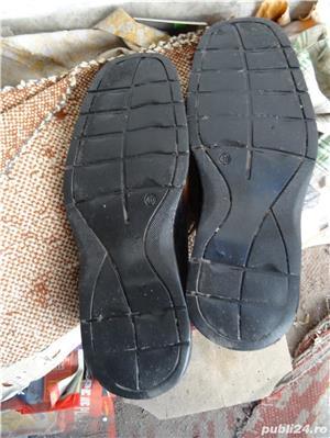 Pantofi sport-piele Masura 41, pe talpa scrie 40 dar el este pentru 41 In perfecta stare - imagine 3