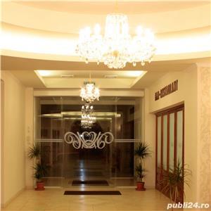 Vand Hotel Central Oradea , D+P+3E,ctr 2008 , SC 4400 , 39 cam , restaurant 120 locuri , piscina ,  - imagine 1