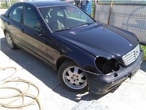 Dezmembrez Mercedes Benz C200 Kompressor w203 - imagine 2