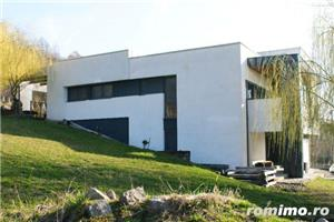 Casa cu arhitectura deosebita si cu o panorama superba  - imagine 3