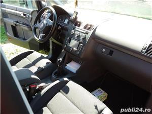 VW Touran 1.6 TDI 105 CP An 2015. - imagine 16