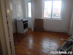 Apartament 2 camere, decomandat, ultracentral - imagine 4