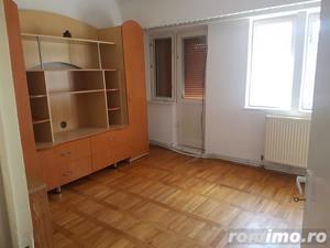Apartament 2 camere, decomandat, ultracentral - imagine 2