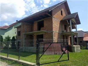 Casa rosu de vanzare (spatele Lamei) - potential de investitie  - imagine 1