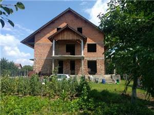 Casa rosu de vanzare (spatele Lamei) - potential de investitie  - imagine 2