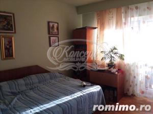 Apartament cu 4 camere, decomandat, zona Profi - imagine 1