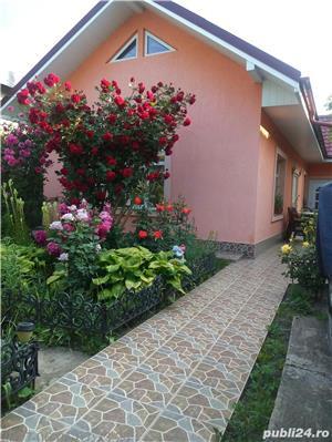 Vand casa in Husi str.A I Cuza - imagine 1