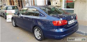 VW JETTA/ 2013.DISEL-Cutie AUTOMATA DSG II-Dotari TOP/ Impecabila.Limousine culoare Blue  - imagine 4
