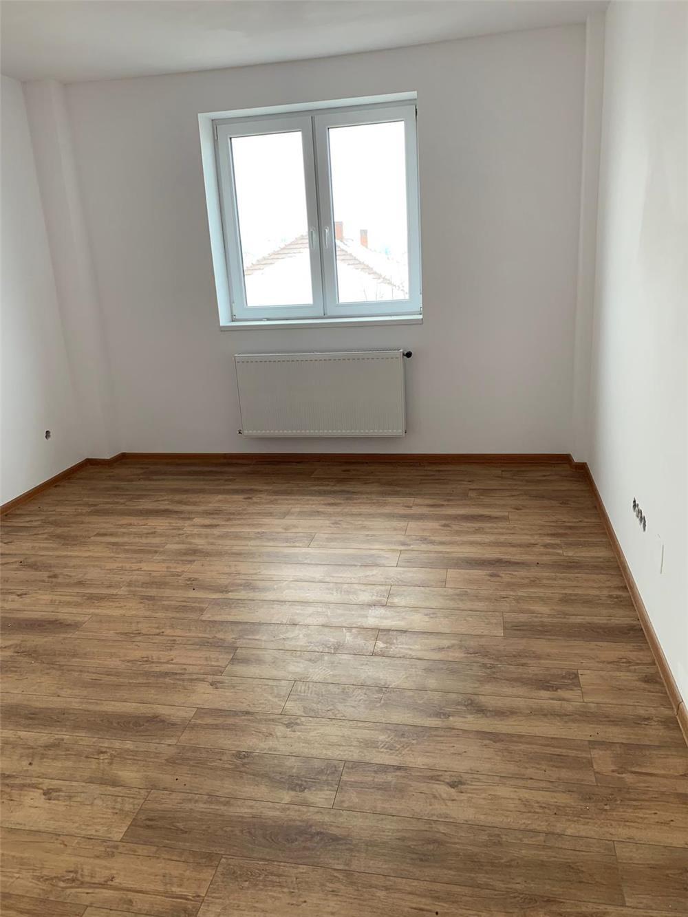 Vand apartament 3 camere  - imagine 7