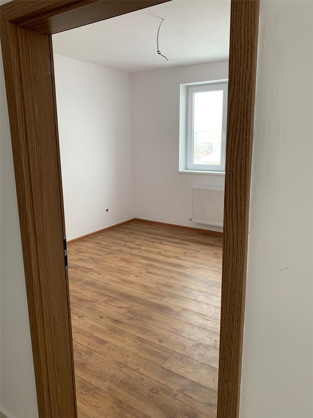 Vand apartament 3 camere  - imagine 4
