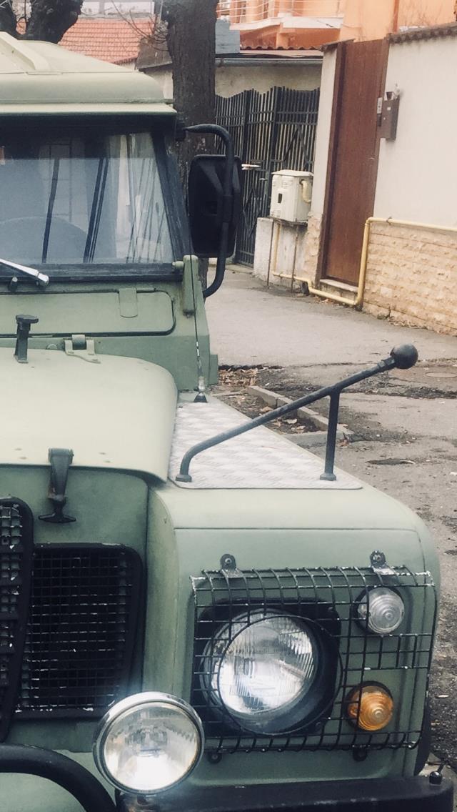 Land rover defender - imagine 3