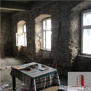 Casa, partial renovata, 700mp, zona 9 Mai - imagine 2