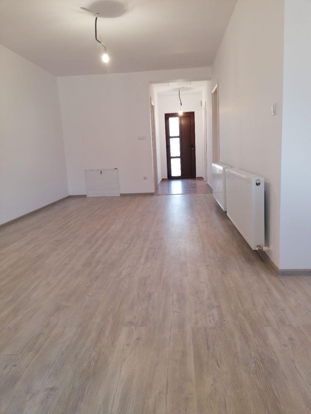 Proprietar Vind Duplex pe Parter cu utilitati  - imagine 1